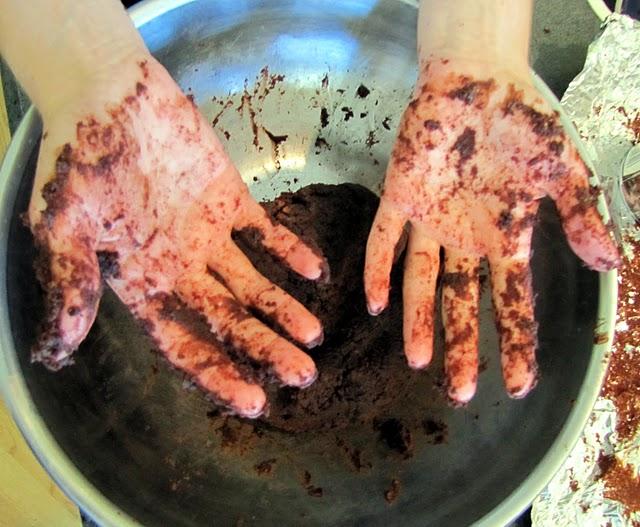 Messy cake pop hands