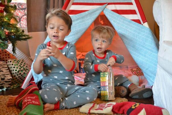 boys presents teepee
