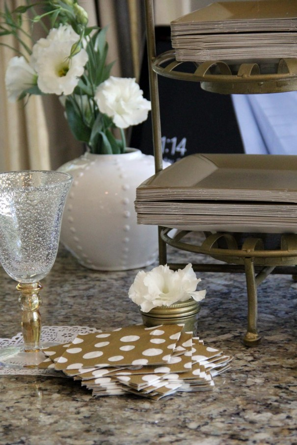 gold plates and napkins