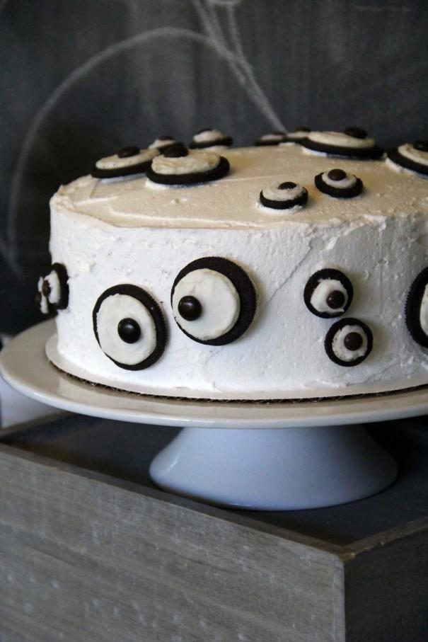 eye ball oreo cake